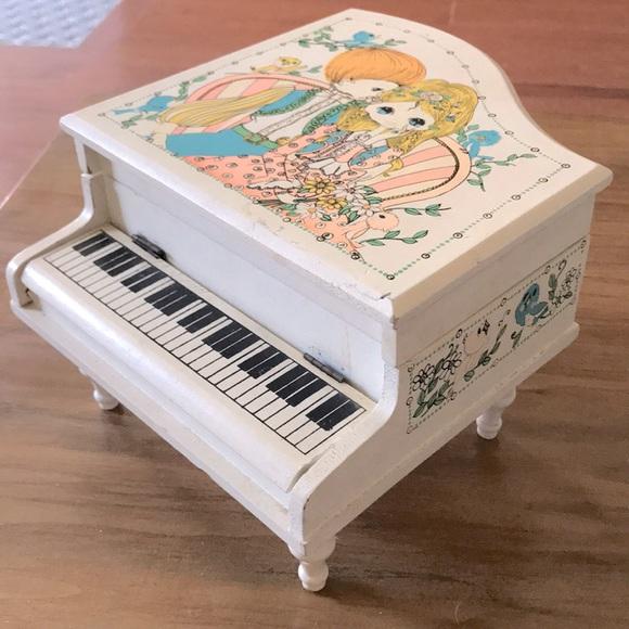 Vintage big eye Orient services piano music box